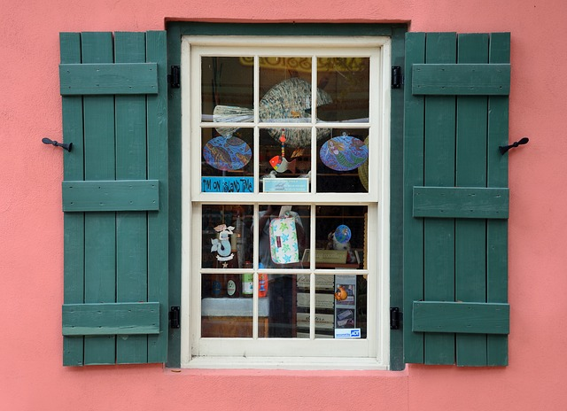 Fönstrets funktioner och utseende påverkar kostnaden.